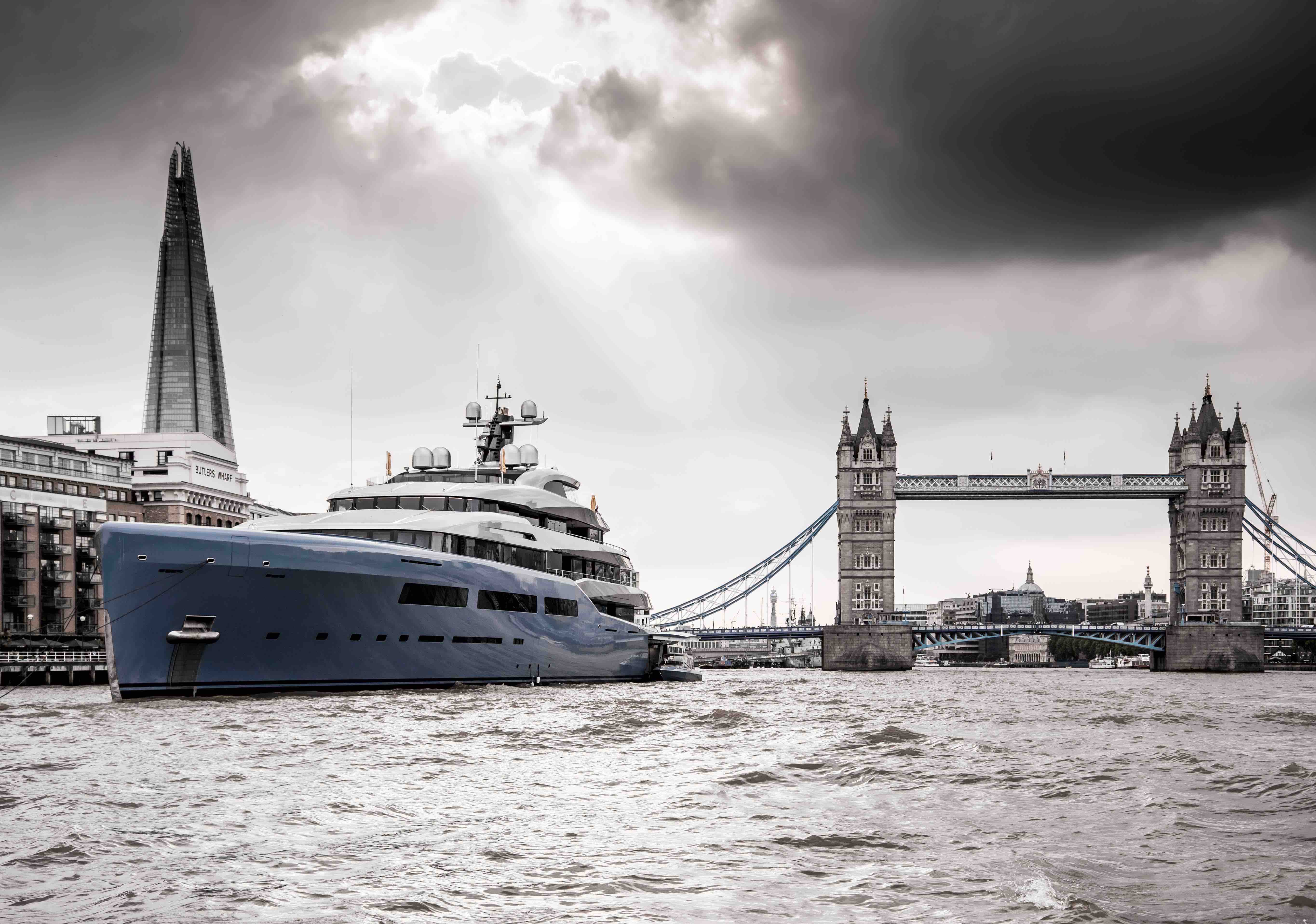 A Flair of Yacht Show on the River Thames
