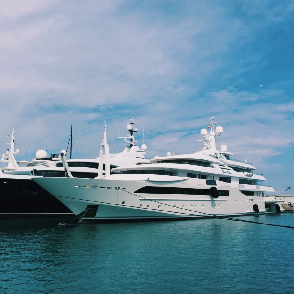 What to expect of a luxury yacht charter?