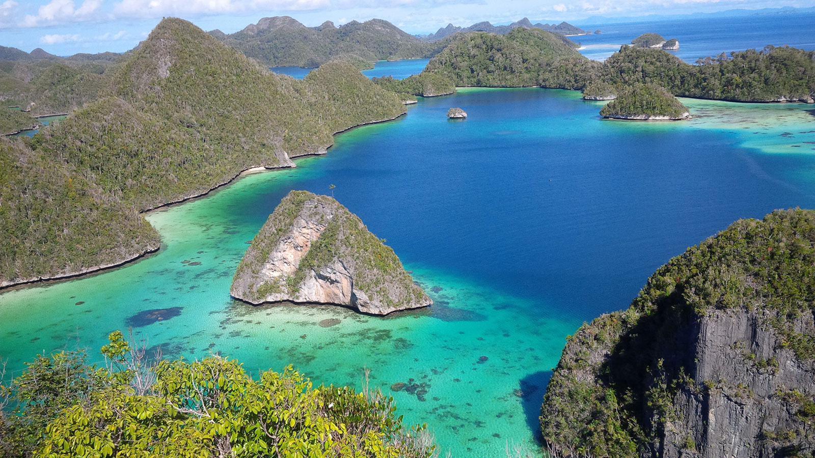 Yacht Charter: Tiare's famous route: RAJA AMPAT (Indonesia)